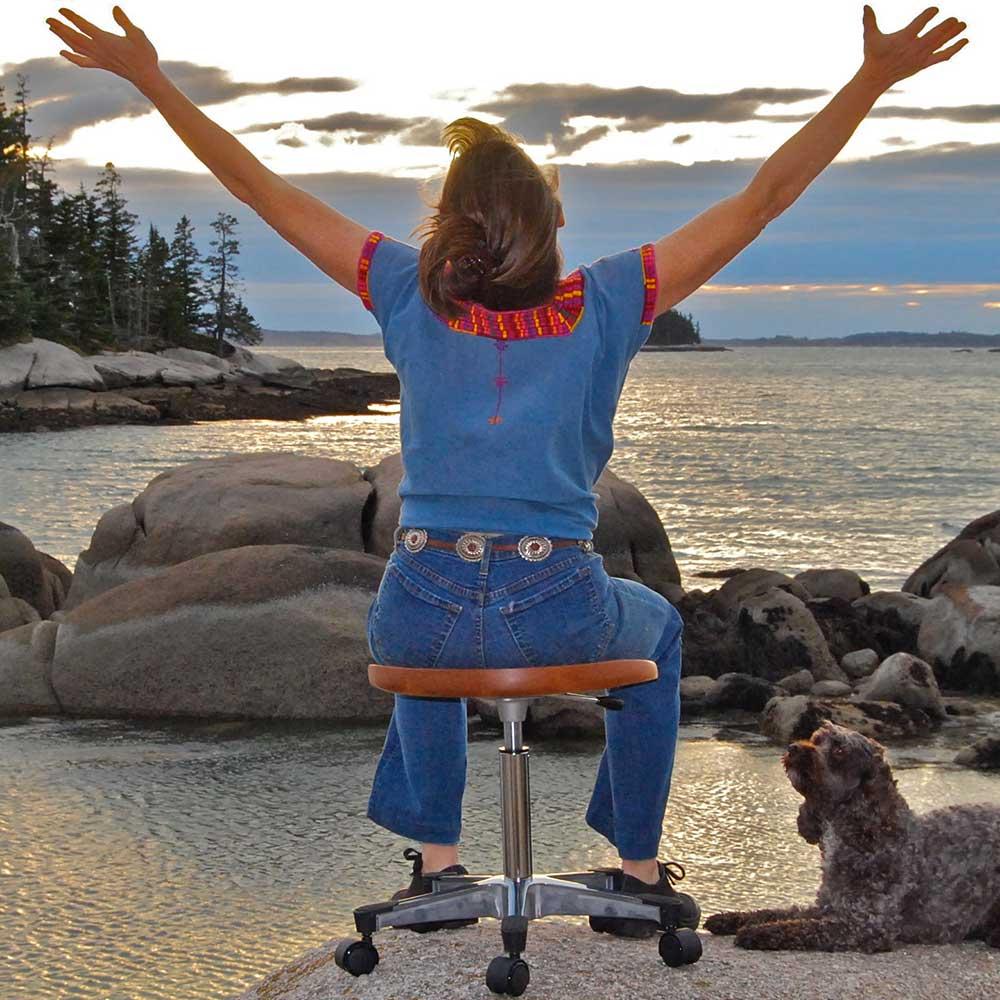 woman-stool-beach